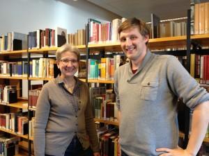 Monika Rasche (Leiterin der Stadtbücherei) und Pascal Powroznik (Ratsherr der PIRATEN)